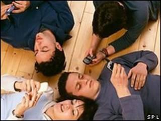 Adolescentes usuarios de telefonía celular