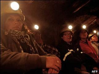 Mujeres encerradas en una mina en Chile