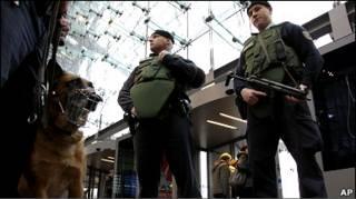 Заходи безпеки посилено в аеропортах і на вокзалах
