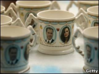 Кружки, выпущенные к предстоящей свадьбе принца Уильяма и Кейт Миддлтон