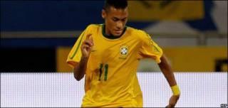 Neymar, jugador de fútbol brasileño
