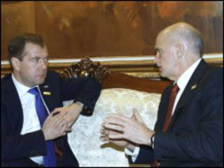 Президент России Дмитрий Медведев и премьер-министр Греции Георгиос Папандреу