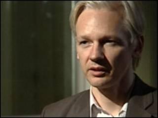 Fundador do WikiLeaks foi detido em Londres
