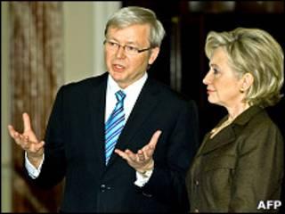 O chanceler australiano, Kevin Rudd, com a secretária de Estado americana, Hillary Clinton