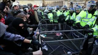 Protes mahasiswa diarnai bentrokan