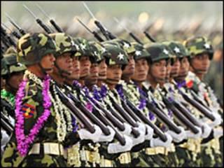 မြန်မာစစ်တပ် စစ်ရေးပြစဉ်