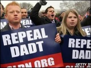 متظاهرون لإلغاء حظر خدمة المثليين جنسيا في الجيش الأمريكي