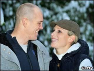 扎拉·菲利普斯和麦克·廷道尔的订婚照