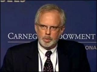 Ông David Shear khi phát biểu về Đài Loan và Trung Quốc tại trung tâm Carnegie Endowment ở Hoa Kỳ hồi tháng 7/2010