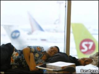 "Пассажир спит в аэропорту ""Домодедово"""