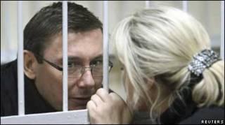Юрій Луценко та його дружина Ірина у залі суду