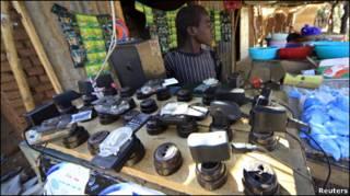 продавец зарядных устройств в Дарфуре