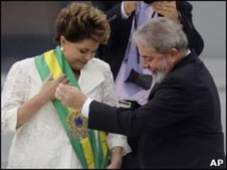 Lula entrega a faixa presidencial a Dilma