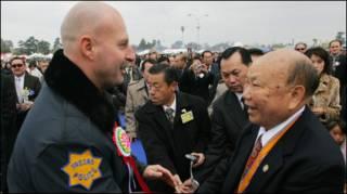 Cảnh sát ở Fresno và tướng Vàng Pao