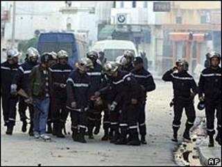 Polícia em Túnis/AP