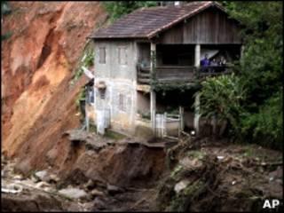 Bairro do Caleme, um dos mais atingidos pelos deslizamento em Teresópolis (AP)