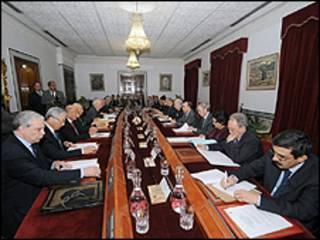 Cảnh cuộc họp nội các đầu tiên của chính phủ đoàn kết dân tộc tại Tunisia