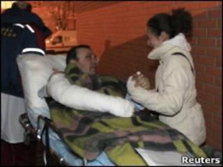 Atendimento de feridos no aeroporto russo