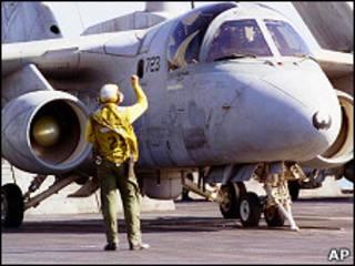 Американский военный самолет