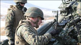 Lính Mỹ chuẩn bị tập trận (ảnh của Thủy quân lục chiến Hoa Kỳ)