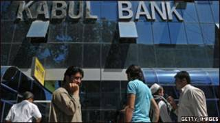 مشتریان کابل بانک سال گذشته برای دریافت سپرده های خود به این بانک هجوم بردند
