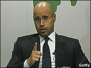 Sayf al-Khadafi durante pronunciamento na TV