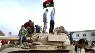 با وخامت اوضاع لیبی بسیاری از کشورها خارج کردن اتباع خود را از لیبی آغاز کرده اند