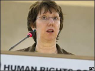 Catherine Ashton, representante de Relações Exteriores da UE, em discurso nesta segunda (Foto: AP)