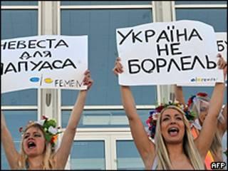 Ativistas do grupo Femen em Kiev (AFP)