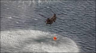 عملیات فشاندن آب بر نیروگاه با هلی کوپتر