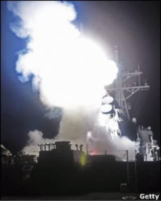 Navio de guerra americano dispara míssel no Mediterrâneo