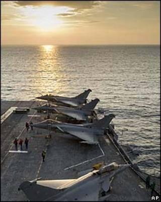 Caças franceses no Mediterrâneo/AP