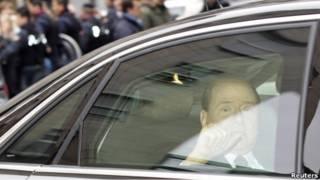 Silvio Berlusconi tiba di pengadilan Milan