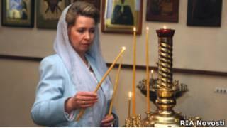 Светлана Медведева в православном храме в Париже в марте 2010 г.