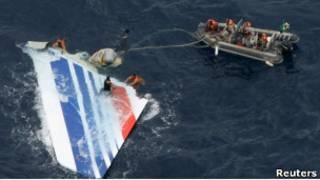 Хвостовая часть упавшего самолета Air France