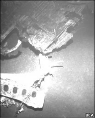 Parte da fuselagem do avião AF 447, encontrada no oceano Atlântico