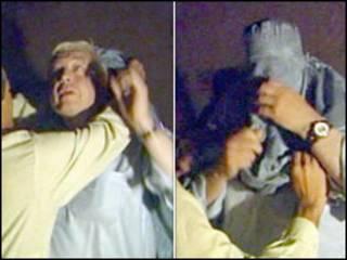 约翰•辛普森在试穿穆斯林长袍