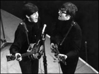 Paul McCartney e John Lennon, em foto de janeiro de 1963 (foto - BBC)
