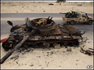 Rebeldes líbios em Ajdabiya