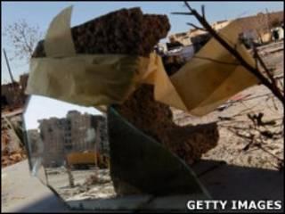 Rebeldes usam espelho para ver avanço de forças do governo (Getty Images)