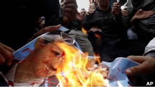Сожжение изображения Башара Асада
