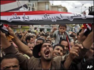 Protestos contra o governo em Sanaa, no Iêmen.