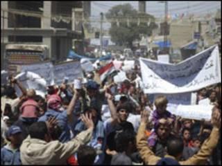 सीरियाई लोग उतरे सड़कों पर