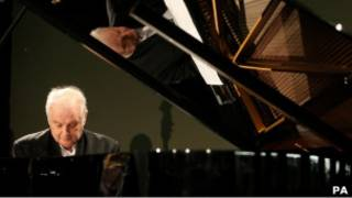 Даниэль Баренбойм за роялем
