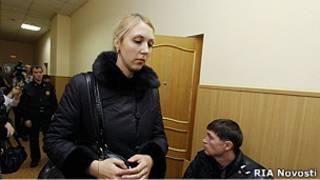 Дочь бывшей главы иркутского избиркома Анна Шавенкова, сбившая на машине двух человек, в суде