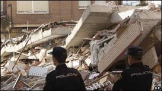 Prédio desaba após terremoto em Lorca, na Espanha, em maio de 2011. Foto: AP