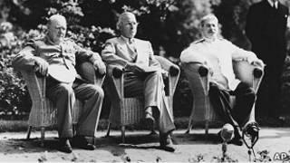 Уинстон Черчиль, Гарри Трумэн, Иосиф Сталин во время Потсдамской конференции