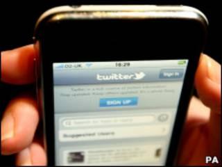 Twitter no telefone