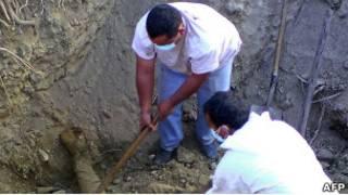 Массовое захоронение на юге Мексики (6 апреля 2011 года)