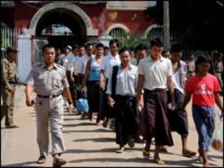 လွတ်ငြိမ်းချမ်းသာခွင့်နဲ့ပြန်လွတ်လာသူများ